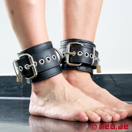 "Lockable ""New York DeLuxe"" ankle restraints"