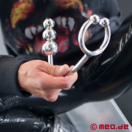 Horse Shoe Ass Lock - Cockring mit Buttplug