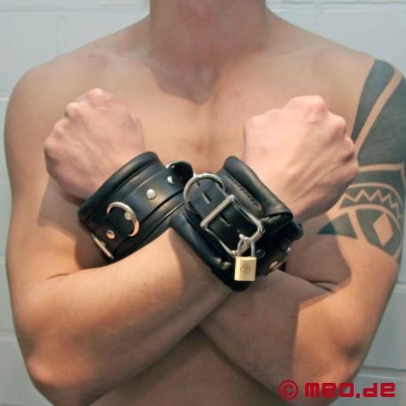 Abschliessbare Handfesseln BLACK BERLIN