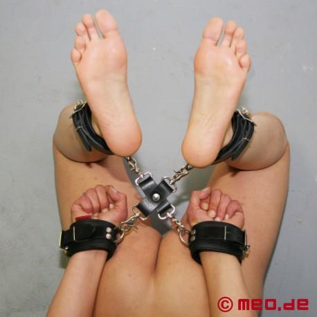 Raccordo hogtie per self-bondage