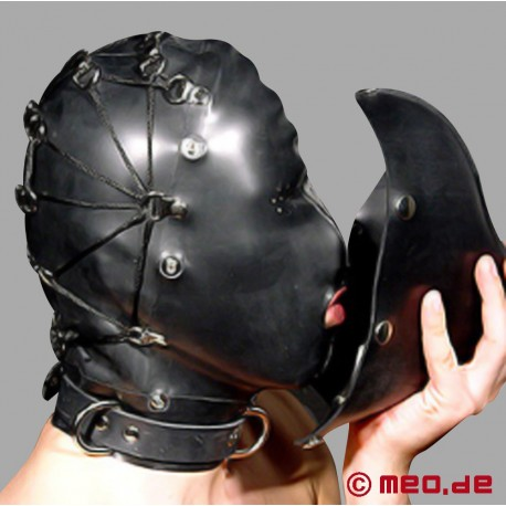 Latexmaske mit Aufsatz