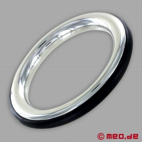 Anello fallico in acciaio inox con inserto in silicone nero di CAZZOMEO