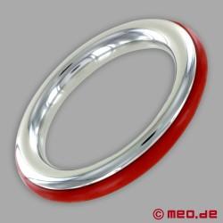 Anello fallico in acciaio inox con inserto in silicone rosso di CAZZOMEO