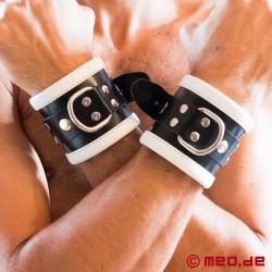 Schwarz / Weiße Bondage Handfesseln aus Leder