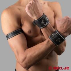 Code Z Oberarmband aus Leder in schwarz