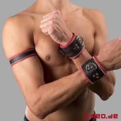 Manette per mani in vera pelle di MEO® con dettagli in rosso