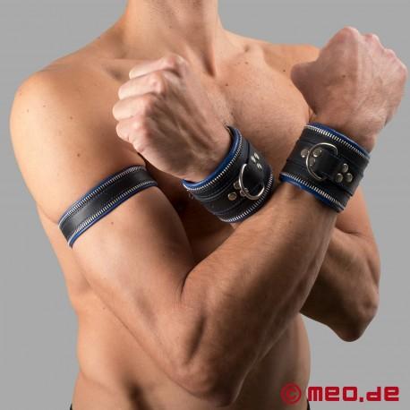 Code Z Oberarmband aus Leder in schwarz/blau