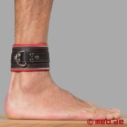 Manette per caviglie in vera pelle di MEO® con dettagli in rosso