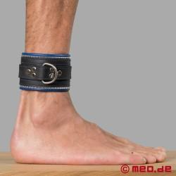 Bondage Fußfesseln schwarz/blau Code Z
