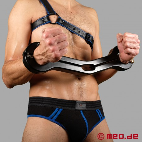 Dr. Sado's BDSM hand/testicle pranger