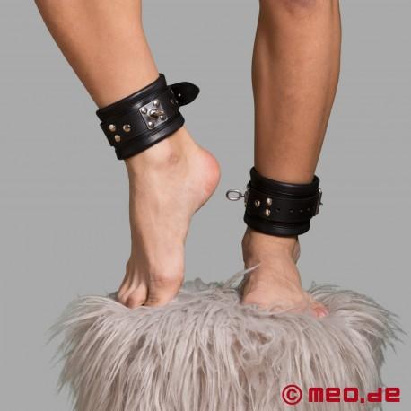 Restrizioni bondage in pelle Milano - polsini in pelle per piedi
