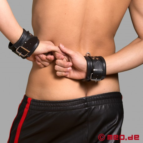 Restrizioni bondage in pelle Milano - polsini in pelle per mani