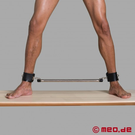 Bondage spreader bar with ankle cuffs