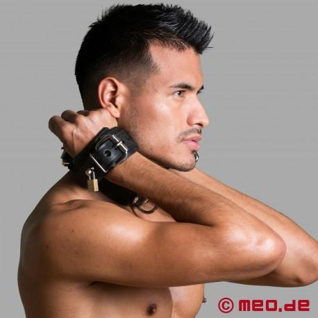 Kombination Hals-/Handfesseln