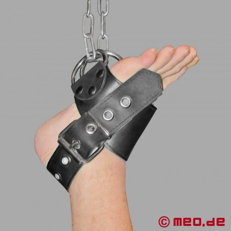 Attaches de suspension des pieds en cuir