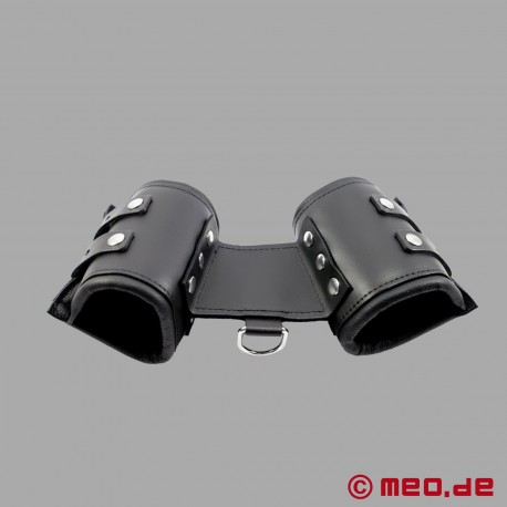 Mono-restraint - leather handcuffs