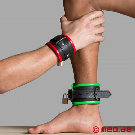 Leather wrist restraints - black/red - Amsterdam